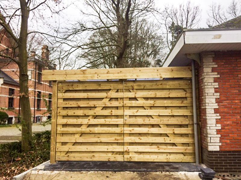 Plaatsing houten poort
